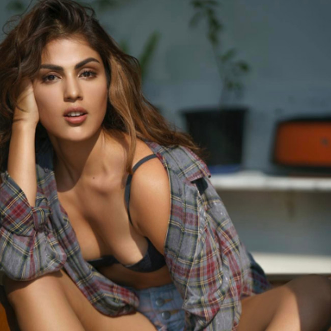 vj-rhea-chakraborty-snapped-in-black-bikini-during-a-photo-shoot-201702-1487326262